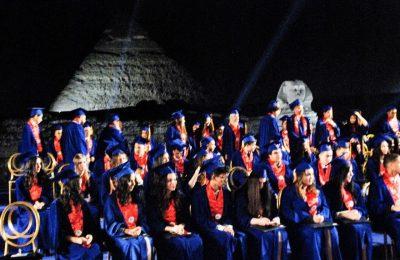 مسرح الصوت والضوء يحتضن حفلات تخرج طلاب الكليات والمدارس