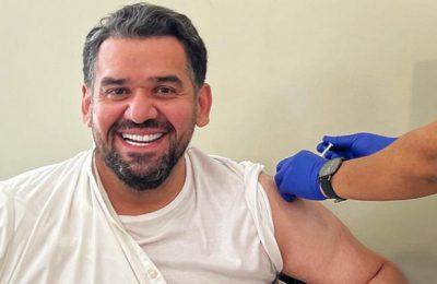 حسين الجسمي يتلقى لقاح كورونا المضاد